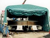 伸縮式仮設テント倉庫の設置の様子1