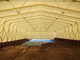 伸縮式仮設テント倉庫 積雪タイプの設置の様子4