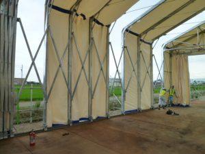 新型伸縮式仮設テント アルジャバラの設置の様子3