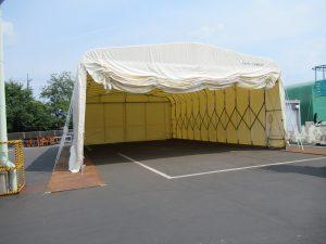 伸縮式仮設テント倉庫の設置の様子4