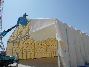 新型伸縮式仮設テント アルジャバラの設置の様子4