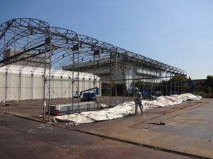 固定式仮設テント倉庫の設置の様子2