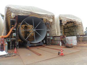 伸縮式仮設テント倉庫の設置の様子2
